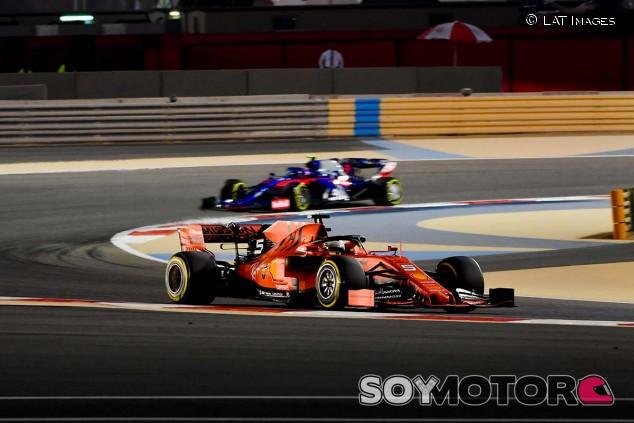 Sebastian Vettel en los Libres 2 del GP de Baréin - SoyMotor