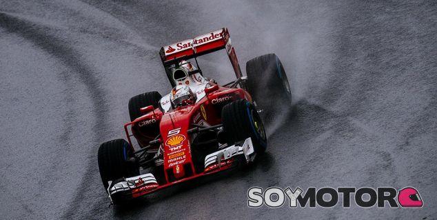 Vettel, durante la carrera en Brasil - LaF1