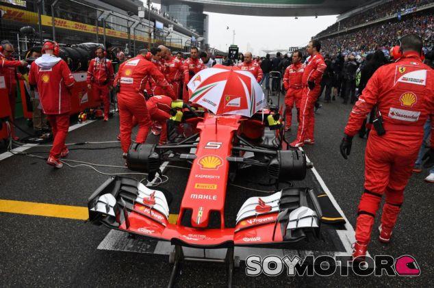 Vettel detuvo el monoplaza mucho más a la derecha que en la imagen - SoyMotor