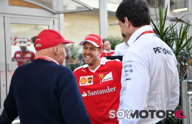 Lauda, Vettel y Wolff en el paddock del GP de Estados Unidos - SoyMotor