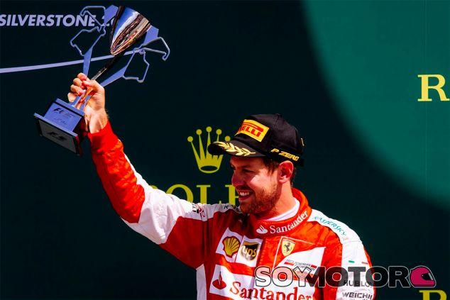 Sebastian Vettel en el podio de Silverstone - LaF1