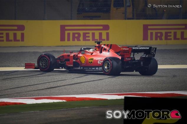 Sebastian Vettel trompea en los Libres 2 del GP de Baréin - SoyMotor