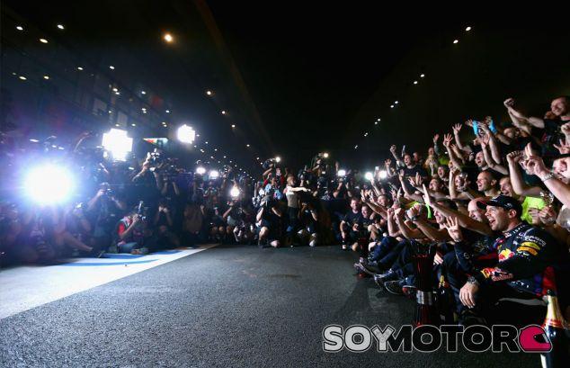 Sebastian Vettel celebra el Mundial en la India - LaF1