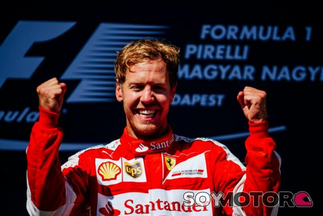 Sebastian Vettel celebrando su victoria en el GP de Hungría - LaF1