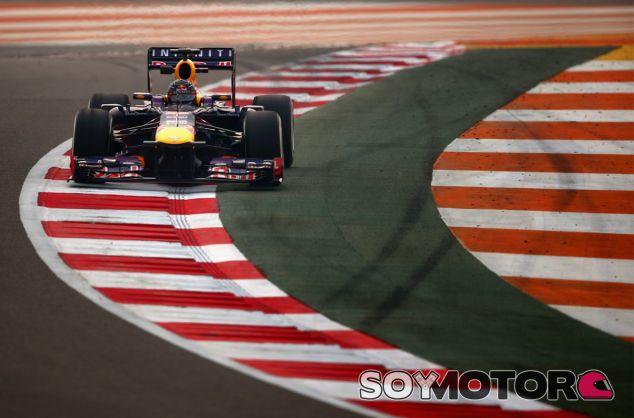 Sebastian Vettel, al límite con su RB9 - LaF1
