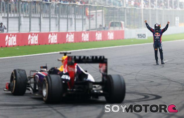 Sebastian Vettel festeja el Campeonato en la recta principal de Buddh - LaF1
