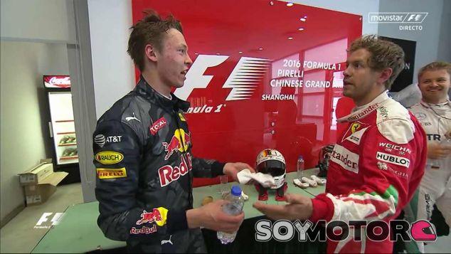Sebastian Vettel pide explicaciones a Daniil Kvyat antes del podio - laF1