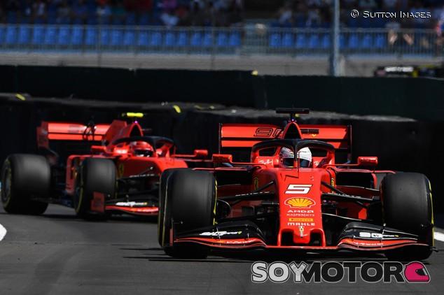 Leclerc habría adelantado a Vettel sin orden de equipo, según Ferrari - SoyMotor.com