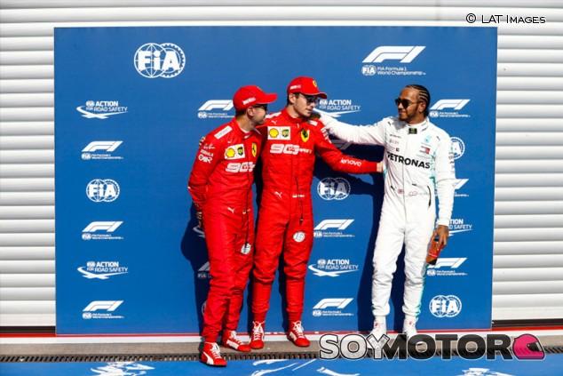Hamilton y los pilotos Ferrari se ofrecen a bajarse el sueldo por el coronavirus - SoyMotor.com