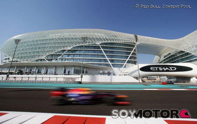 Sebastian Vettel en el Yas Marina Circuit - LaF1
