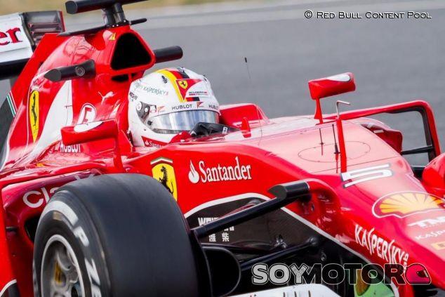 Sebastian Vettel con el SF15-T en Sepang - LaF1