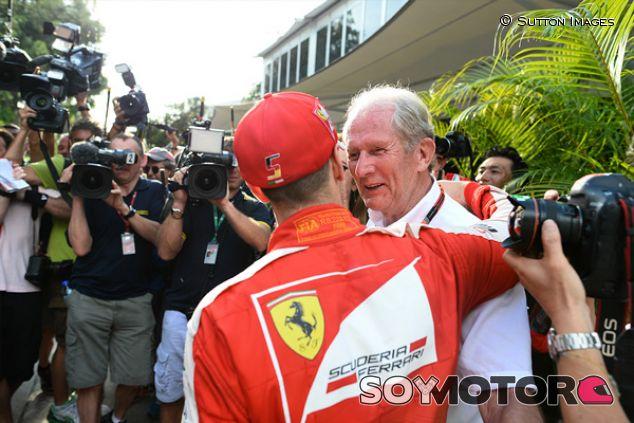 Sebastian Vettel y Helmut Marko en Sepang - SoyMotor.com