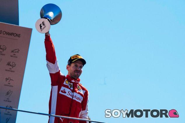 Sebastian Vettel celebrando el podio que consiguió ante los 'tifosi' en Monza - LaF1