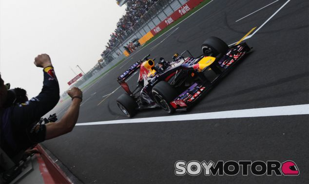 Sebastian Vettel cruza la línea de meta como tricampeón del mundo - LaF1