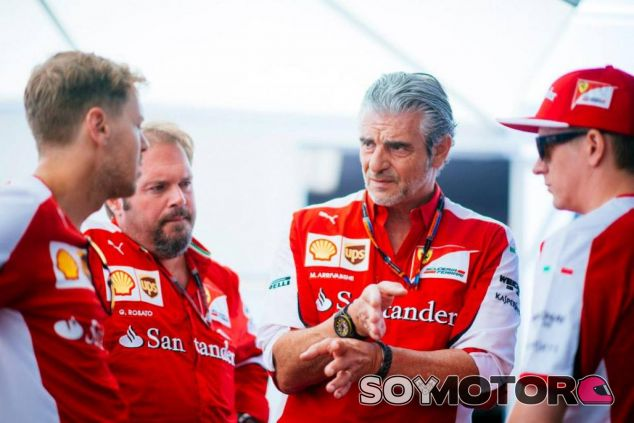 Sebastian Vettel, Gino Rosato, Maurizio Arrivabene y Kimi Räikkönen - LAF1.es