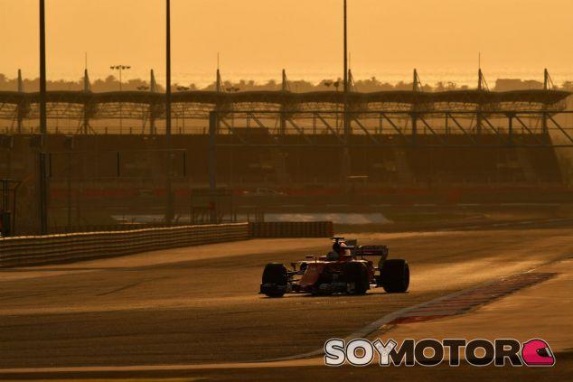 Vettel durante la jornada de test en Baréin - SoyMotor