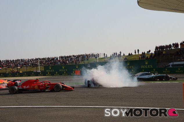 Toque entre Sebastian Vettel y Max Verstappen en Shanghái - SoyMotor.com