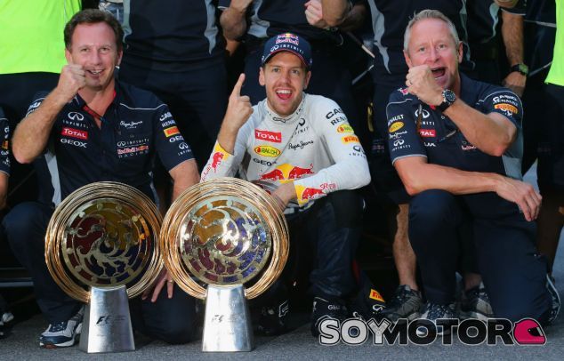 Vettel celebra con el equipo su victoria en Corea