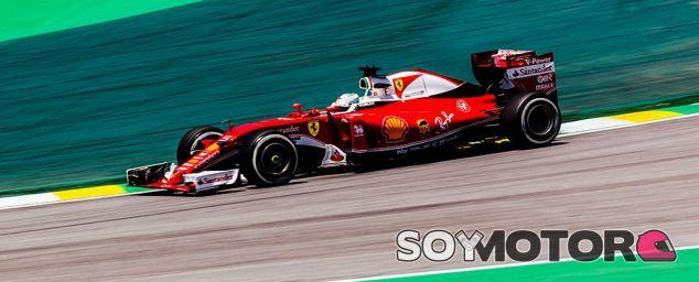 Vettel, durante los libres en Brasil - LaF1