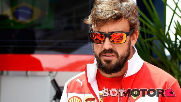 Vettel exculpa a Alonso del retraso en su anuncio como piloto Ferrari