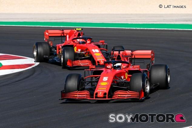 Vettel descarta los rumores que apuntan que Leclerc tiene mejor coche - SoyMotor.com