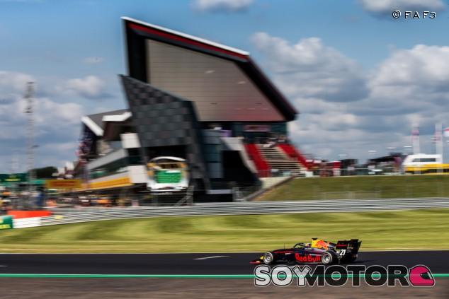 Victoria a la defensiva para Vips en Silverstone - SoyMotor.com