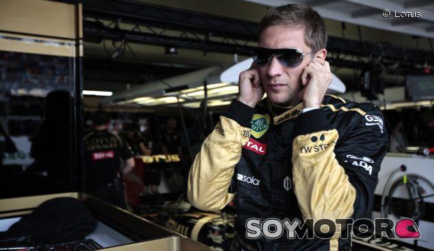 Vitaly Petrov en el GP de Brasil 2011 como piloto titular de Lotus