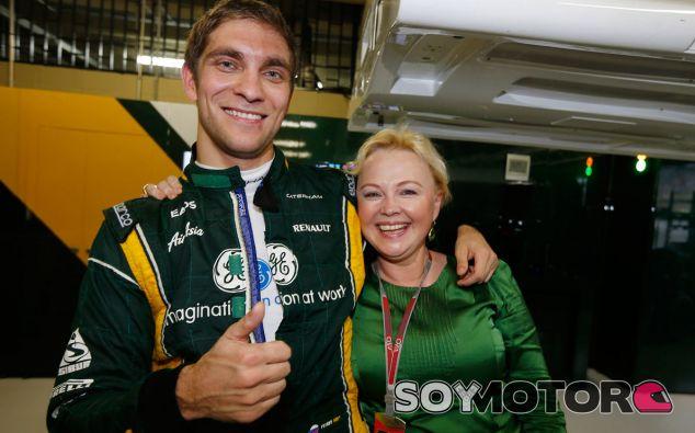 Vitaly Petrov y Oksana Kosachenko en el GP de Brasil F1 2012 - LaF1