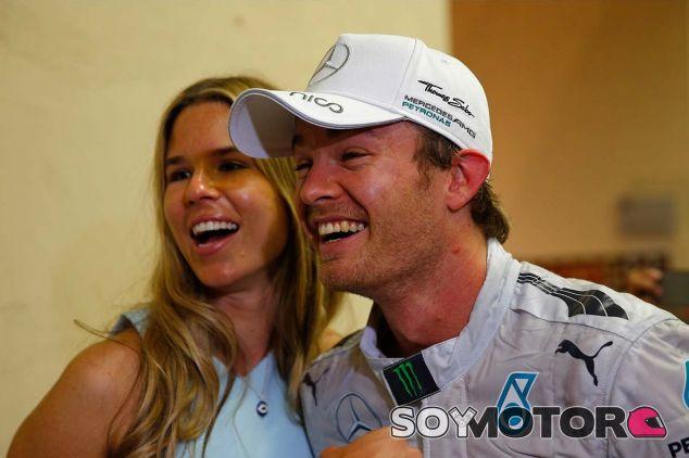 Vivian y Nico Rosberg en Yas Marina - SoyMotor.com