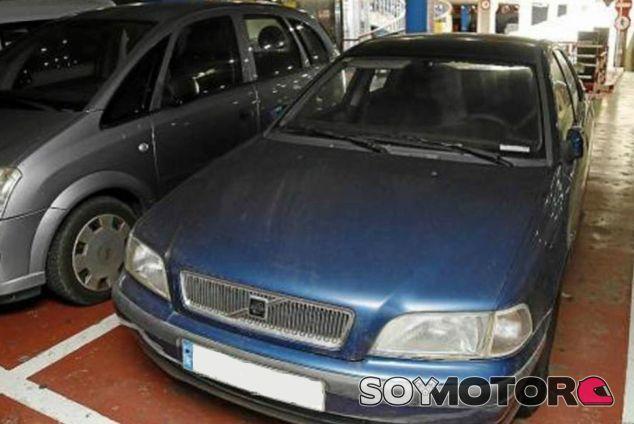 Volvo V40 estacionado en el parking de Palma - SoyMotor.com