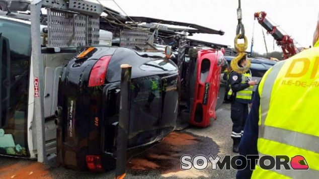 accidente camion con superdeportivos -SoyMotor