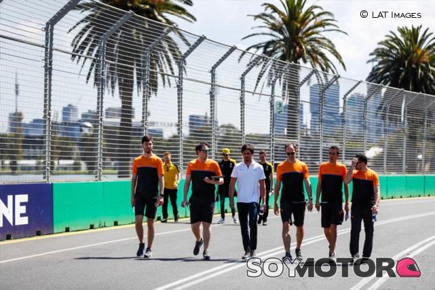 Personal de McLaren y Haas se aísla por posible coronavirus - SoyMotor.com