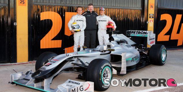 Siete años de la presentación de la 1ª flecha plateada de Mercedes - SoyMotor.com