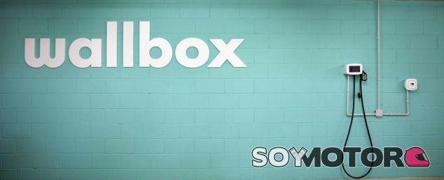 El cargador Wallbox Pulsar para uso doméstico en coches eléctricos es español - SoyMotor.com