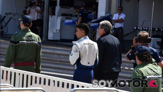 El C36 de Wehrlein vuelca tras un accidente con Button - SoyMotor.com