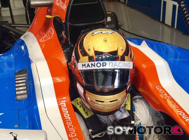 Wehrlein en el box de Manor durante el GP de Abu Dabi - LaF1