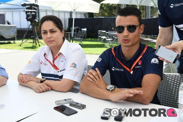 Monisha Kaltenborn y Pascal Wehrlein en el pasado GP de Australia - SoyMotor