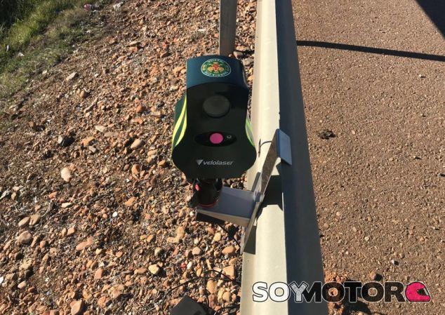 Las Guardia Civil estrena nuevos y minúsculos radares móviles - SoyMotor.com