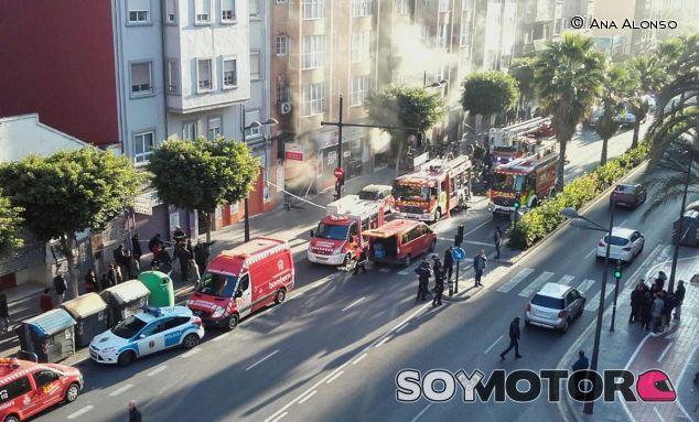 Los bomberos han tenido que esperar más de una hora para comenzar las labores de extinción - SoyMotor