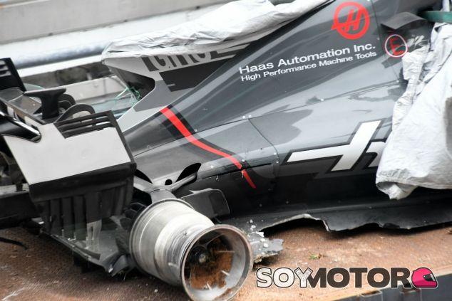 Imagen del coche de Grosjean tras el incidente con la alcantarilla - SoyMotor.com