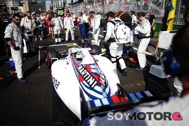 Felipe Massa en la parrilla de Bakú - LaF1
