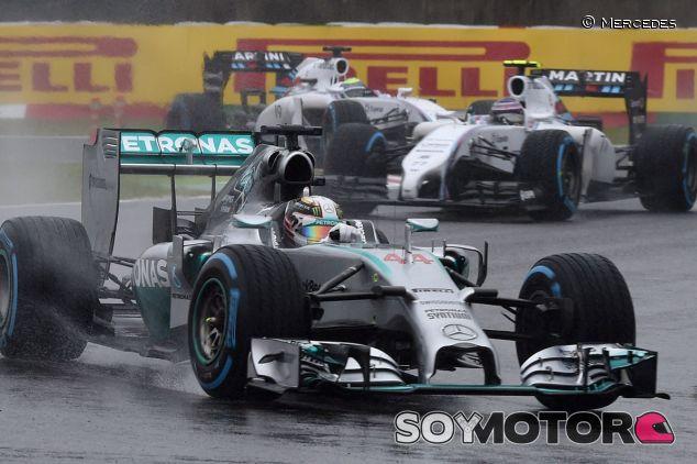Lewis Hamilton por delante de ambos Williams - LaF1.es