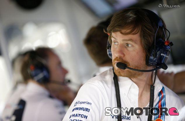 Rob Smedley en el pit wall de Williams - LaF1