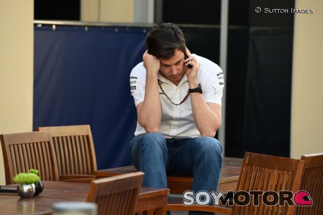 Wolff desvela que recibe más WhatsApps cuando ganan sin salir en Pole - SoyMotor.com