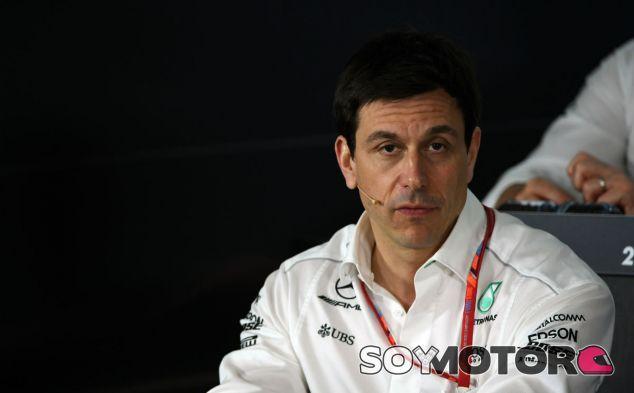 """Wolff: """"La clarificación de la FIA no es un problema para Mercedes"""" - SoyMotor"""