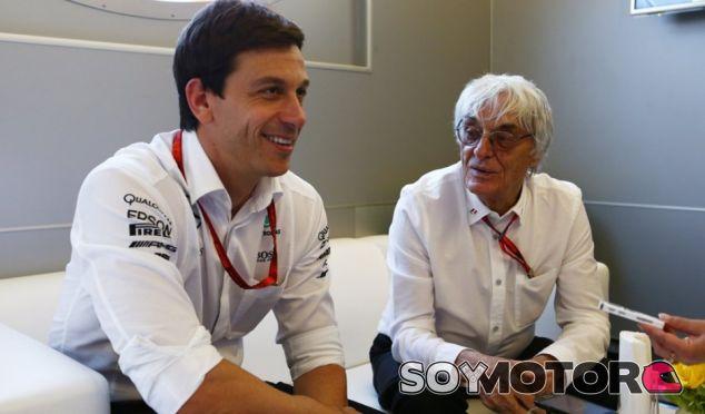 Toto Wolff junto a Bernie Ecclestone - SoyMotor