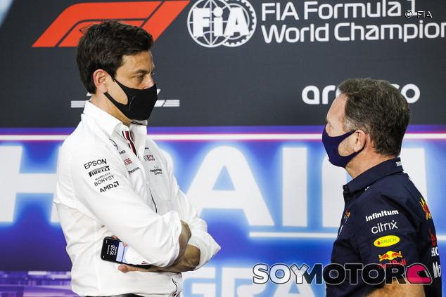 """Wolff responde a Horner: """"Hamilton es lo contrario a un piloto sucio"""" - SoyMotor.com"""