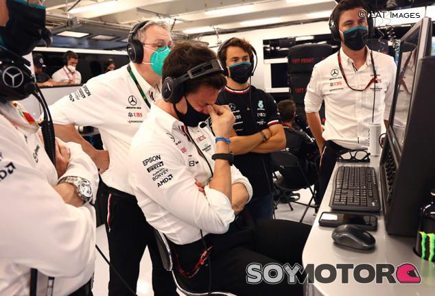 """Hamilton: """"Sea lo que sea lo que fumara Wolff, yo también quiero"""" - SoyMotor.com"""