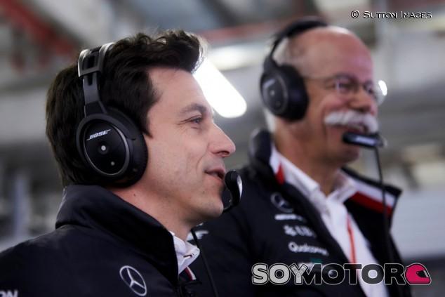 Toto Wolff junto a Dieter Zetsche - SoyMotor.com
