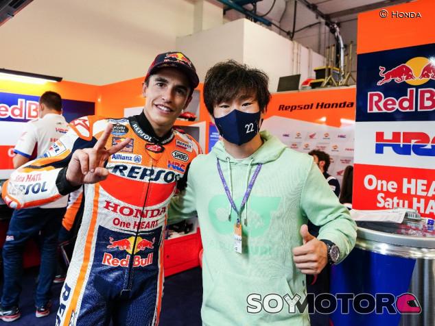 Tsunoda, presente en el paddock de MotoGP en Misano - SoyMotor.com